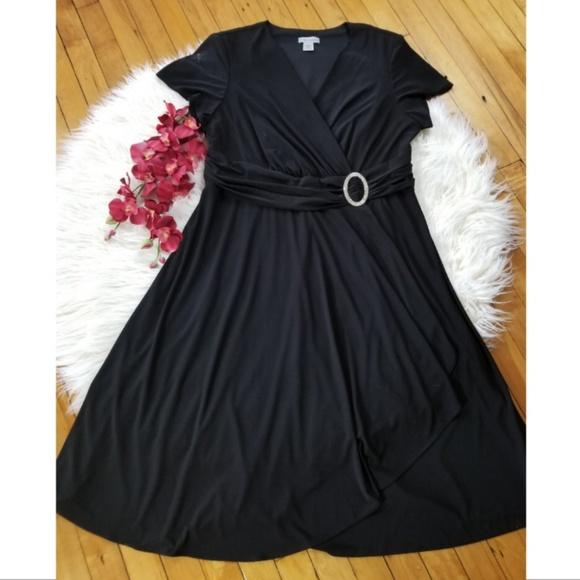 Catherines Dresses & Skirts - Catherine's short sleeve v neck black dress